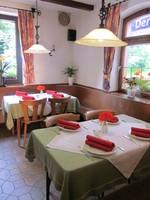 rustikale Gaststube, Gasthaus zum Waldfrieden, Fellen